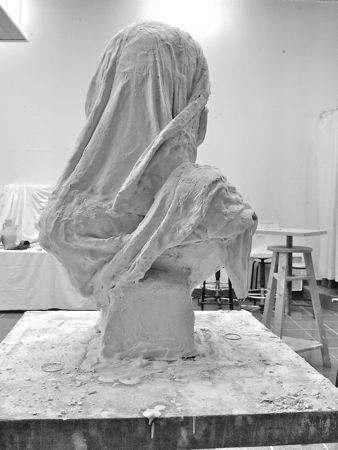 Drapé sculpté vue de dos