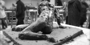 Sculpture modèle femme ronde bosse en terre- 6