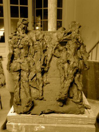 Sculpture mélange bas haut relief poses de femmes debout
