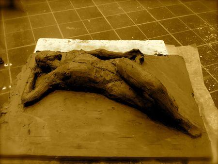 Sculpture argile modelage ronde-bosse femme