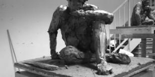 Sculpture en ronde-bosse modelage en terre argileuse