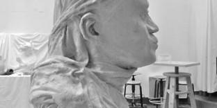 Portrait en plâtre vierge noire de profil