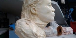 Portrait plâtre vierge noire vue de profil