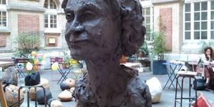Portrait femme agée terre argile