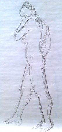 Femme debout dessinée au fusain