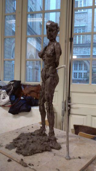 Argile modelage sculpture femme debout