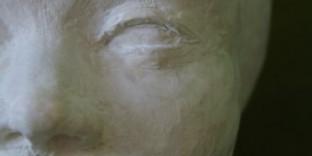 Visage sculpture terre patinée