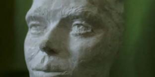 Trois quart portrait danseuse statue